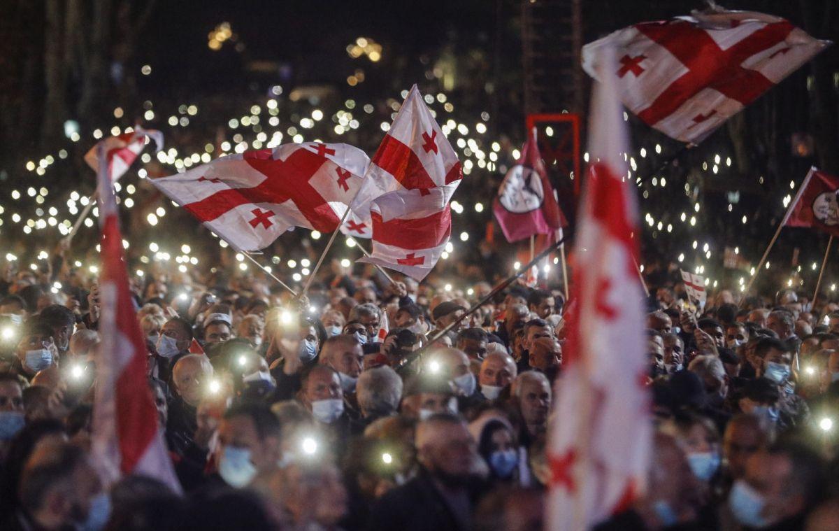Gürcistan'da eski Cumhurbaşkanı Saakaşvili ye destek yürüyüşü #2