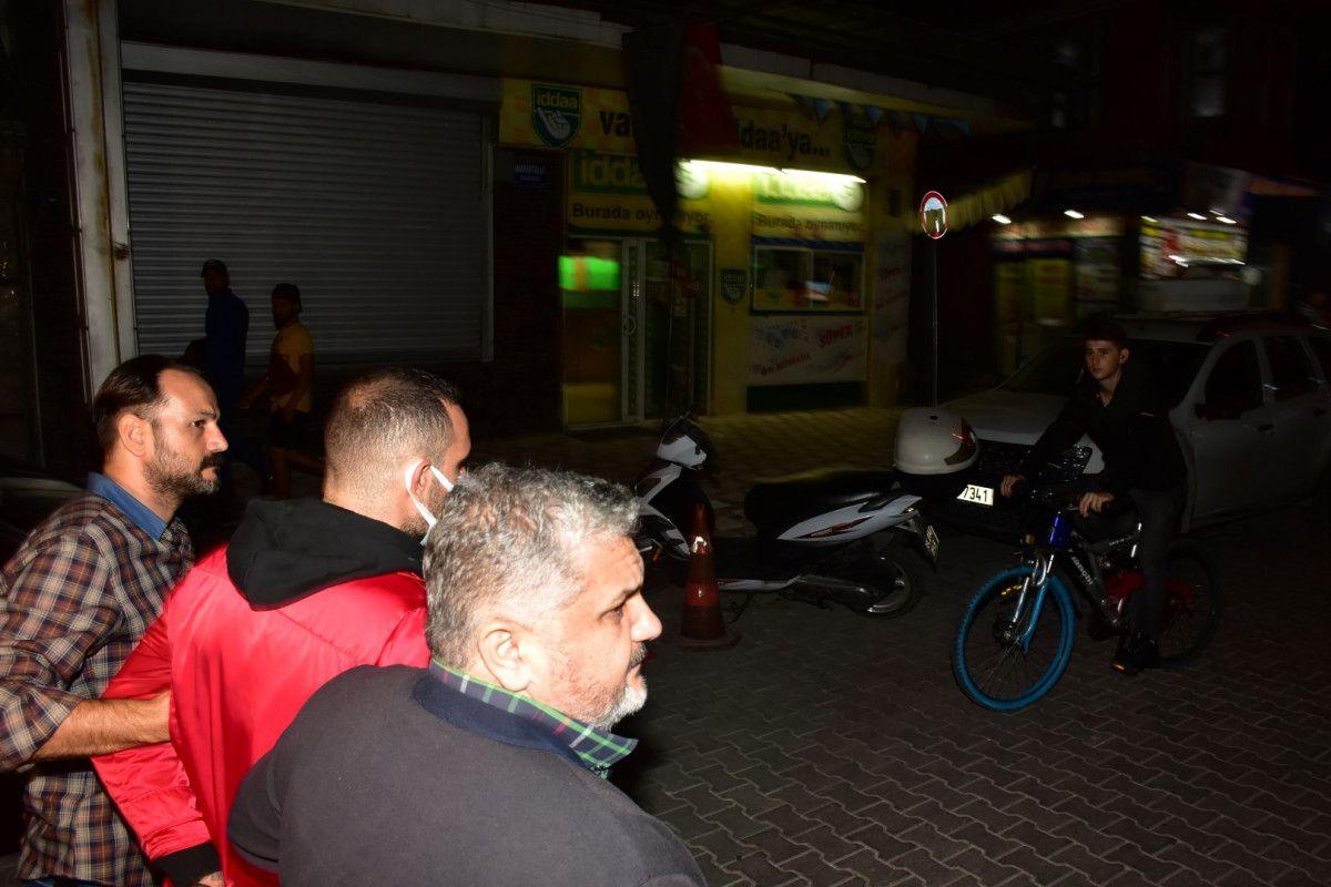 İzmir de sokakta karşılaştığı husumetlisini defalarca sırtından bıçakladı #5
