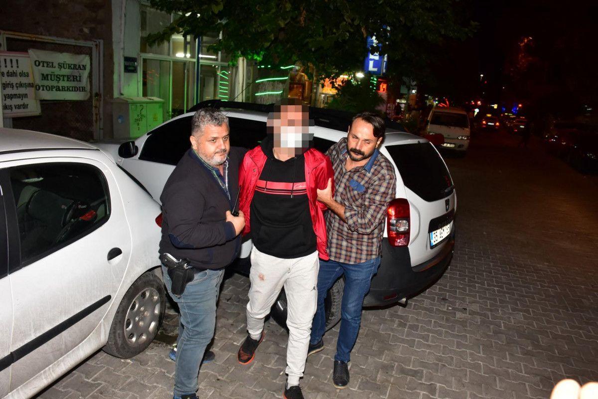 İzmir de sokakta karşılaştığı husumetlisini defalarca sırtından bıçakladı #1