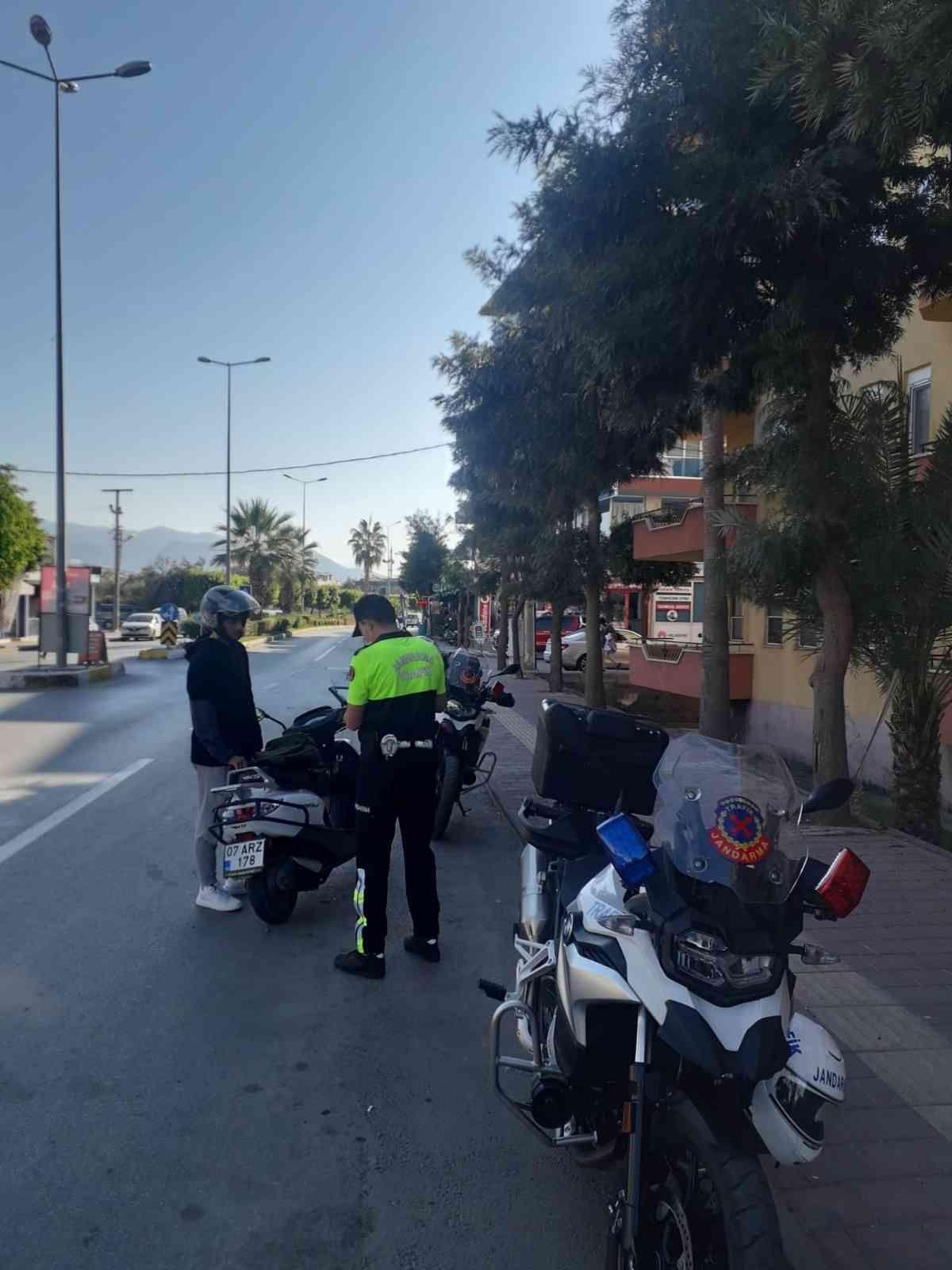 Antalya da kask takmayan 380 sürücüye 215 bin lira ceza #3