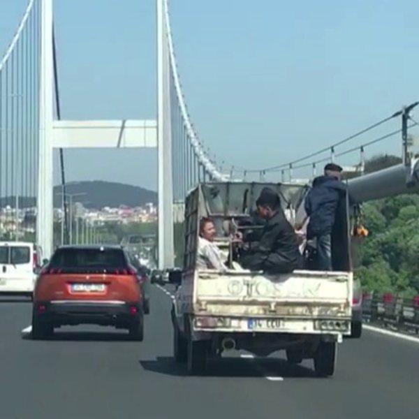 FSM Köprüsü'nde çocukların tehlikeli yolculuğu