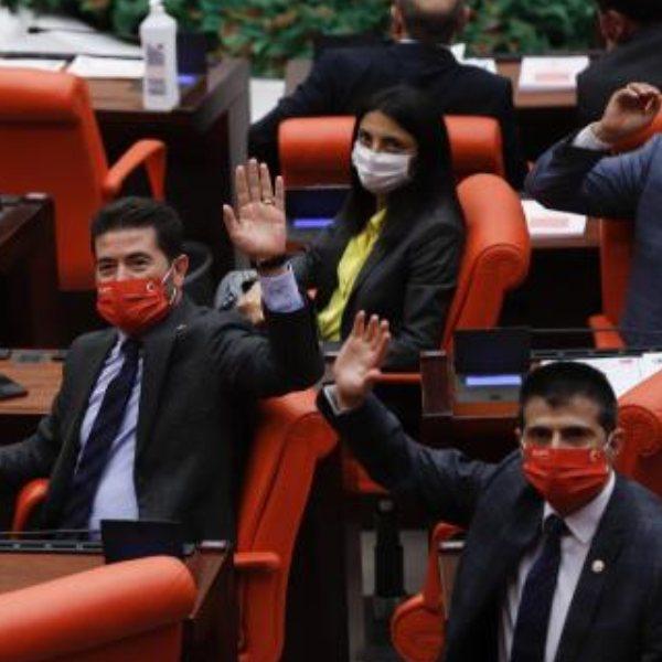 HDP, CHP'nin Atatürk imzalı maskesini kabul etmedi