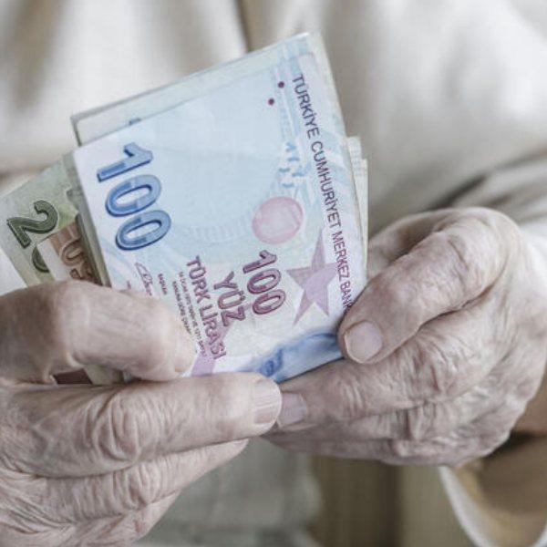 Emekliler, maaş ve ikramiyeyi bayram öncesi alacak #1