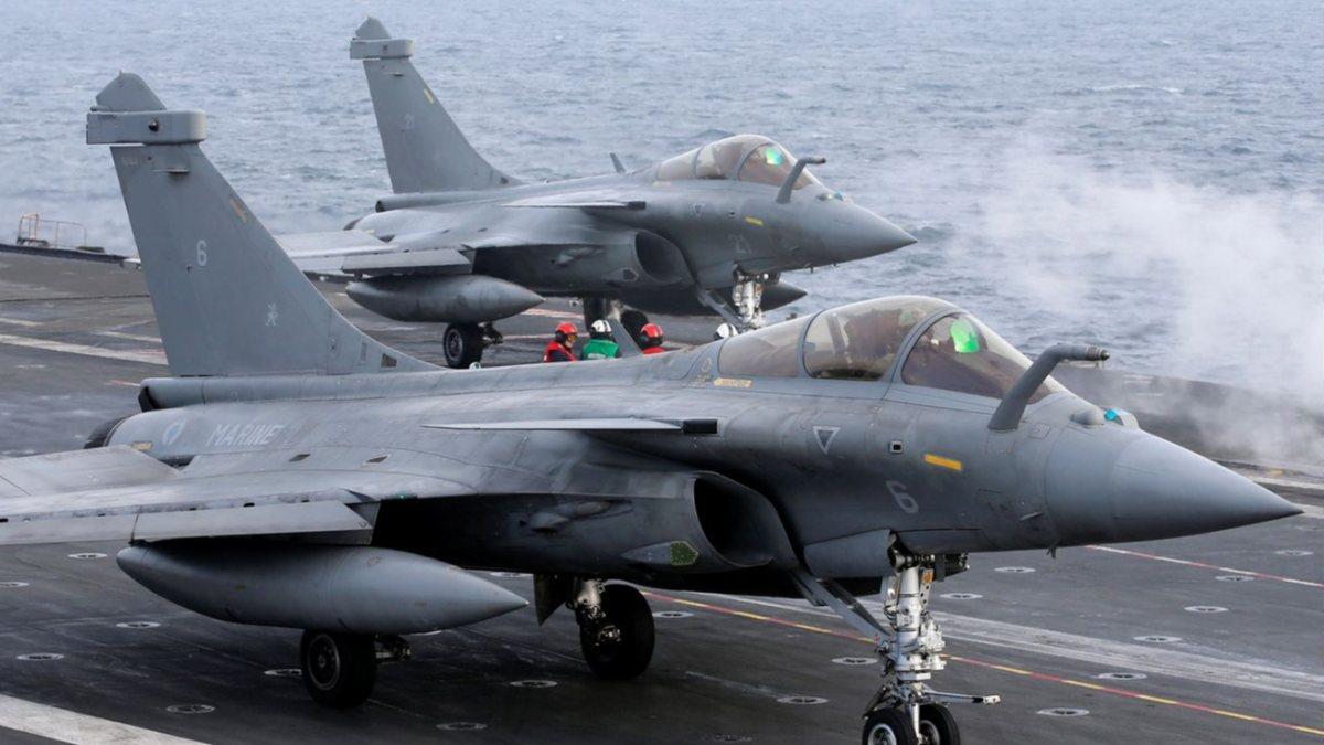 Fransız savaş uçakları, Güney Kıbrıs'a indi