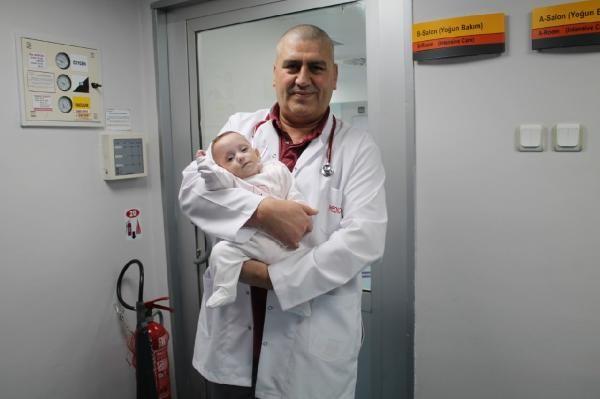 Türkiye'de bir ilk: 285 gram doğan Elçin bebek hayata tutundu