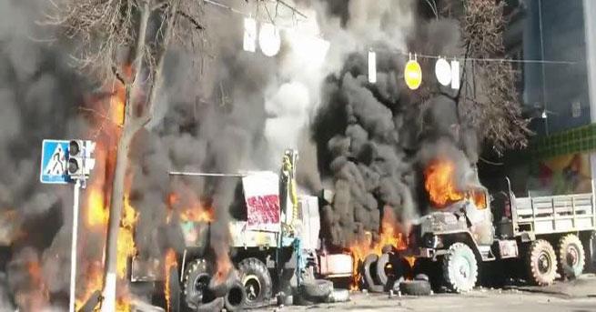 Kiev'de göstericiler Bakanlık binasını ele geçirdi