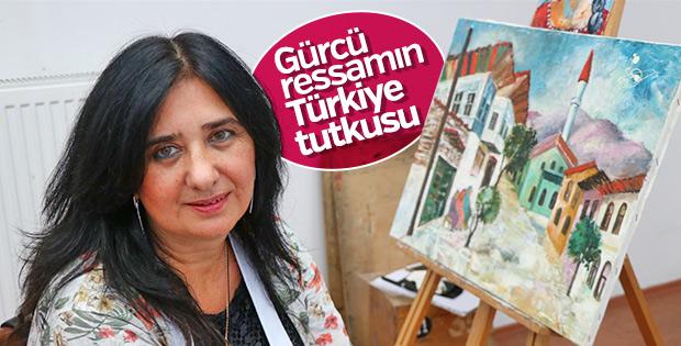 Türkiye sevgisini yaptığı resimlerle anlatıyor