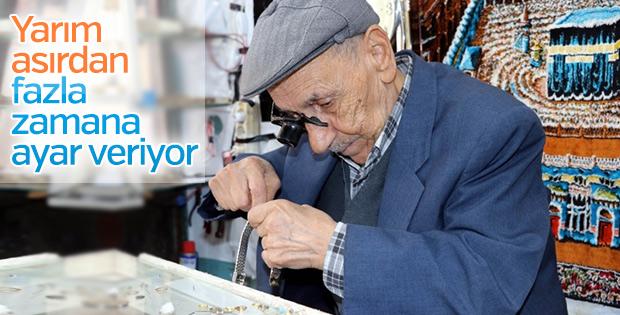 60 yıldır aynı heyecanla saat tamirciliği yapıyor