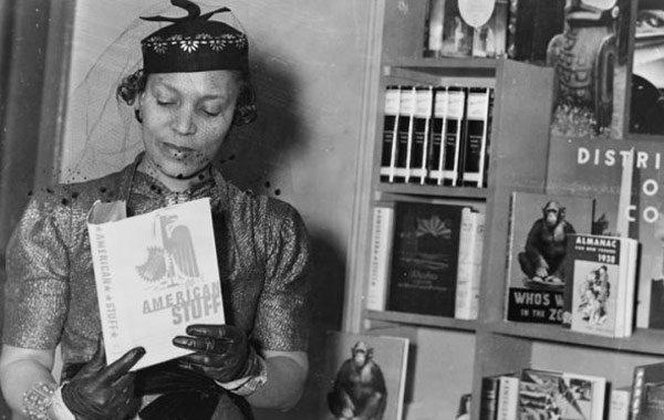 Dünyaca ünlü kadın yazarların kitap okuduğu anları #14
