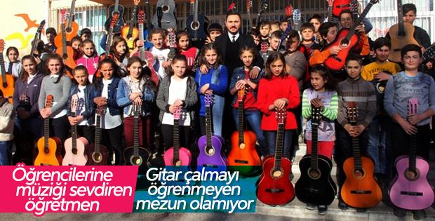 Köy okulundaki öğrencilerin müzik tutkusu