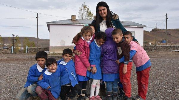 Zor koşullarda çalışan öğretmenler okulu baştan yarattı