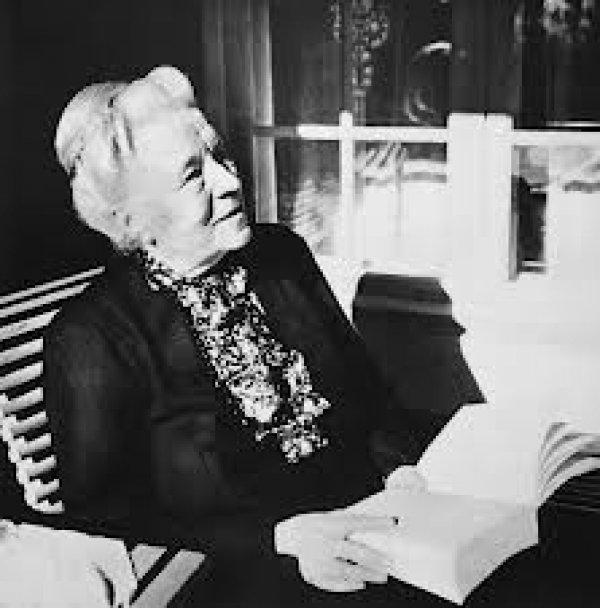 Dünyaca ünlü kadın yazarların kitap okuduğu anları #1