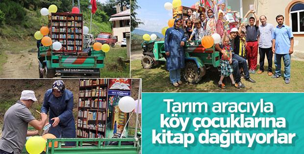 Köy çocuklarına kitap taşıyorlar