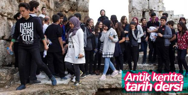 Tarih dersini antik şehirde işlediler