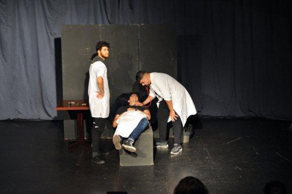 Türk tiyatro kültürünü Almanya'da tanıtıyorlar