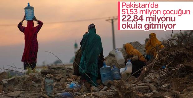 Pakistan'da çocukların yarısı okula gitmiyor