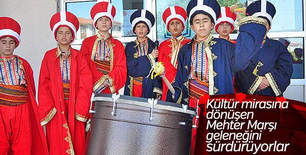 Mehter marşları 'Küçük Osmanlılara' emanet