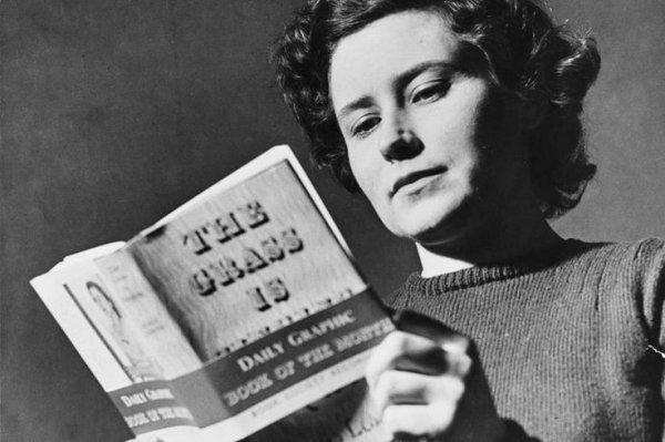 Dünyaca ünlü kadın yazarların kitap okuduğu anları #6