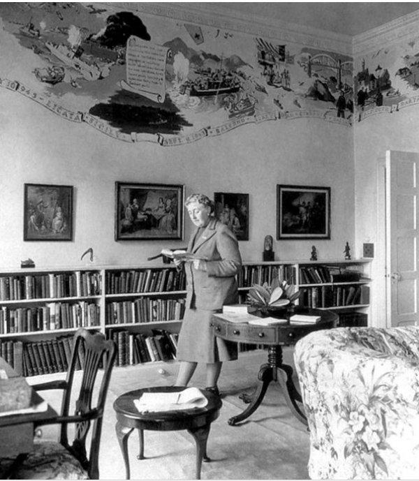 Dünyaca ünlü kadın yazarların kitap okuduğu anları #8