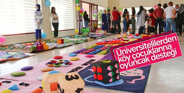 Anaokulu çocuklarına üniversitelilerden oyuncak desteği