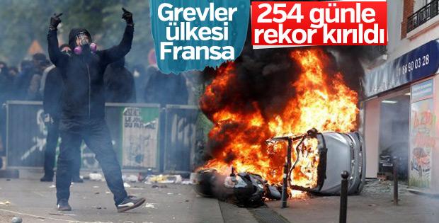 Fransa grevlerde rekor kırdı