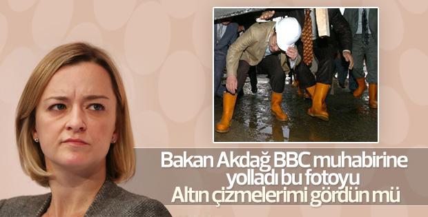 Recep Akdağ BBC muhabirine sarı çizmeleriyle cevap verdi
