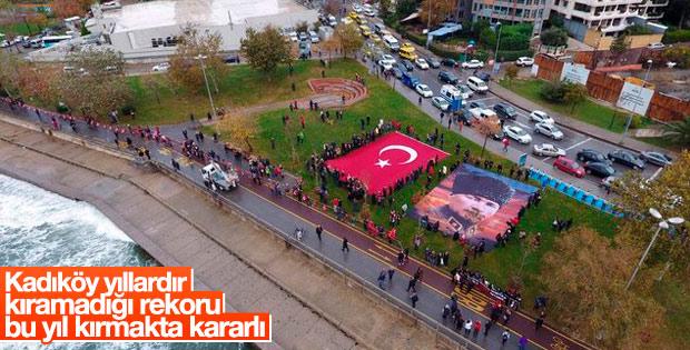Kadıköy'de Atatürk'e saygı zinciri