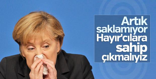 Angela Merkel hayırcılara göz kırptı