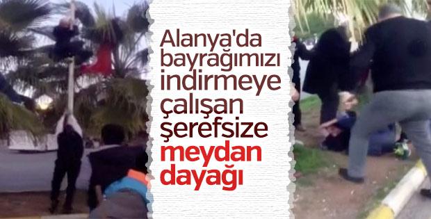 Türk bayrağını indirmek isteyen kişi gözaltına alındı