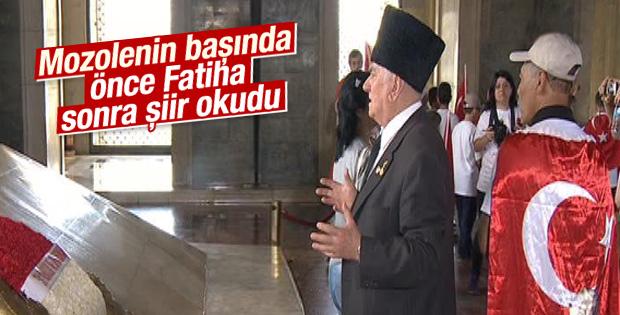 Gazi'nin Atatürk'ün mozolesindeki duygusal anları