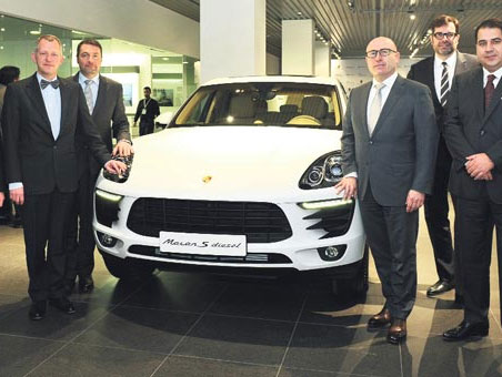 En büyük Porsche merkezi İstanbul'da açıldı