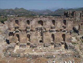 Aspendos Antik Kenti Tarihi : Aspendos antik kent görünümü u stok foto niglaynike