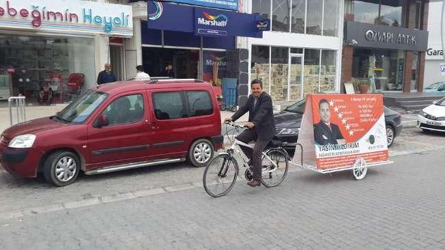 Bisikletli başkan adayı Marmaris'te kapı kapı geziyor