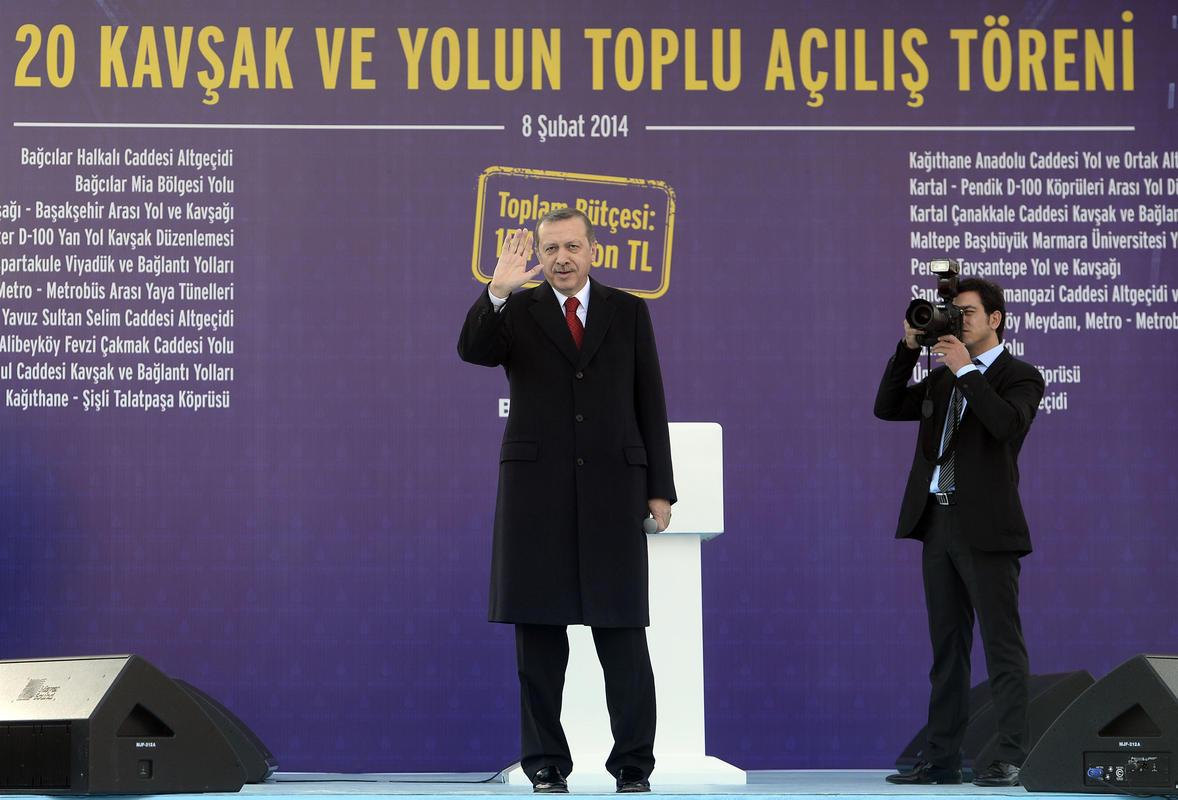 Toplu açılış töreninde yakışıklı Başbakan sloganı - izle