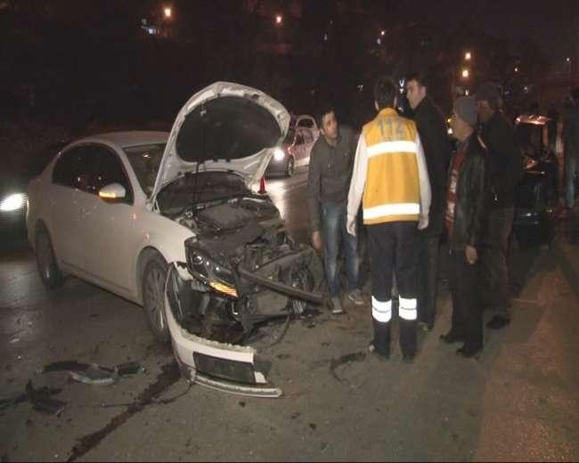 Ankara'da iki otomobil kafa kafaya çarpıştı
