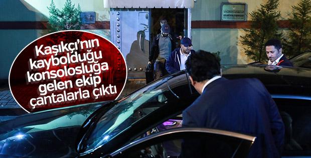 İstanbul'daki konsolosluğa gelen ekip çantalarla çıktı