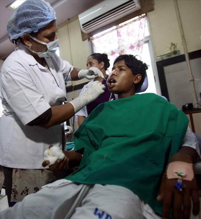 Hindistanda Bir Gencin Ağzından 232 Diş çekildi
