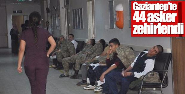 Gaziantep'te 44 asker zehirlendi
