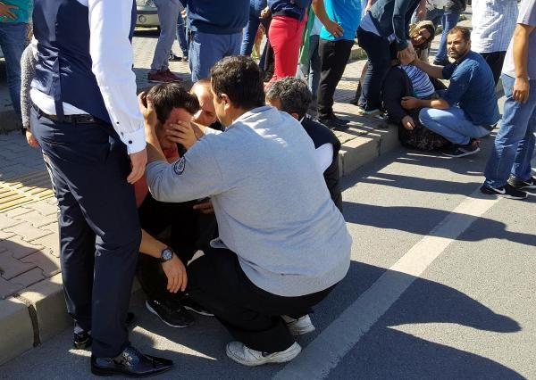 İki lise öğrencisine çarpan otomobil sürücüsü ağladı