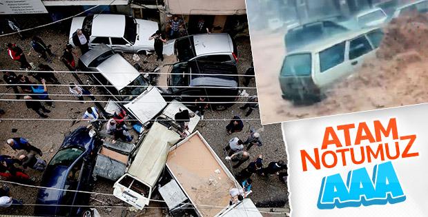İzmir'de sağanak yağışın yol açtığı sel araçları sürükledi