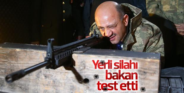 Milli Savunma Bakanı MPT-76 ile deneme atışı yaptı