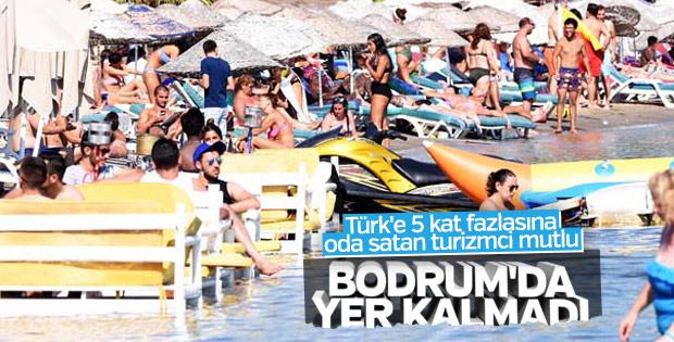 Tatilciler Bodrum plajlarına akın etti