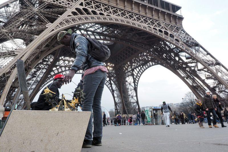 Paris'teki işporta tezgahları dikkat çekti