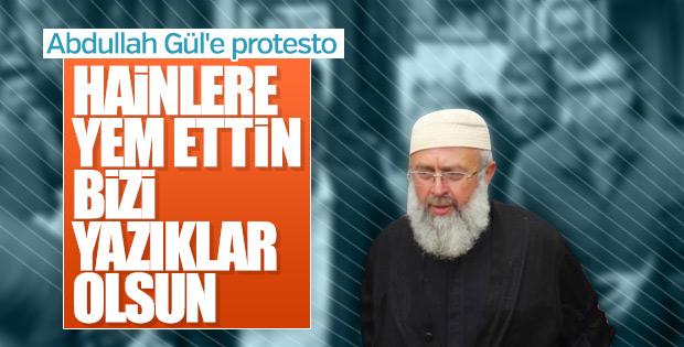 Abdullah Gül'e cenazede Rabialı protesto