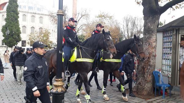 Sultanahmet Meydanı'nda atlı polisler göreve başladı