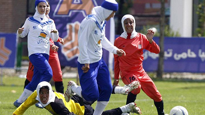 İran Bayan Futbol Ligi'nde erkek oyuncu skandalı