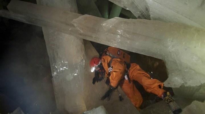 Dünya'nın en eski kristal parçası bulundu