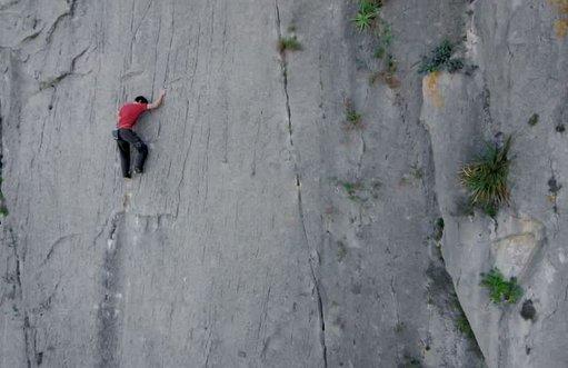 Alex Honnold düz yolda yürür gibi El Toro'ya tırmandı