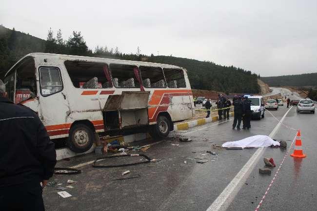 Denizli'de trafik kazası: 1 ölü 19 yaralı