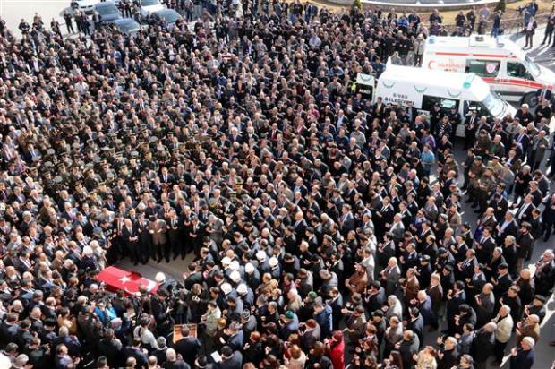 Hayatını kaybeden Sivas Valisi'ni binlerce kişi uğurladı